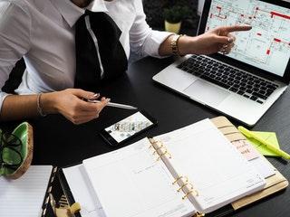 Segít a cégeknek az üzleti tanácsadás